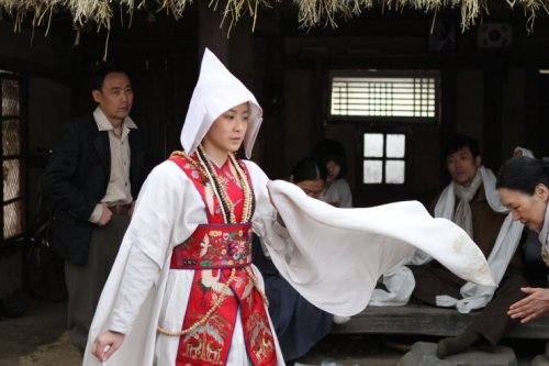 Kim Geum-hwa (here played by Ryoo Hyeon-kyeong) risks her life by performing a gut during the Korean War