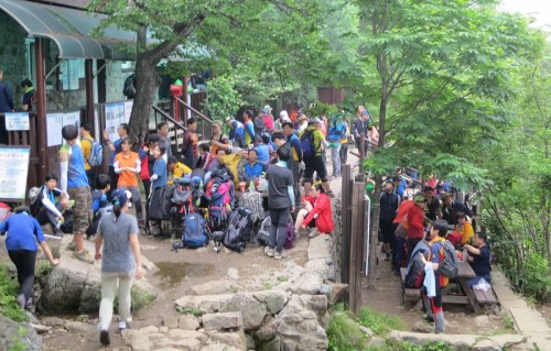 Rotary, the hiking station just below Beopyesa, is thronging with people