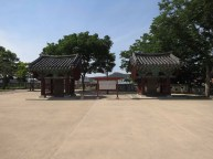 Left, the monument to Kim Si-min (Gyeongsangnam-do Tangible Cultural Property #1) erected in 1619; right, the monument to the generals and others who died defending the fortress during the second siege in 1593 (Gyeongsangnam-do Tangible Cultural Property #2) erected in 1686.