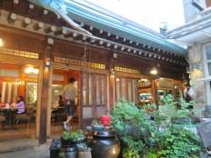 The courtyard of 나물 먹는 곰 in Hongdae