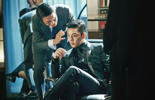 Rich bad guy Cho Tae-oh (Yoo Ah-in) gets assured everything will be fine....