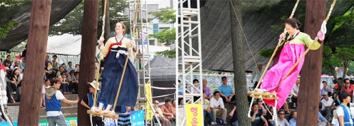 Danoje entertainments: swinging (photo: KTO)
