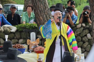 Haksan Seonangje: the shaman performs the rite