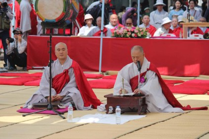 Two monks lead the ceremony