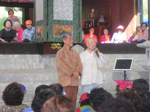 Jang Sa-ik singing a quiet lullaby with the head monk