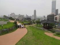 Approaching Dongdaemun through Changsin-dong
