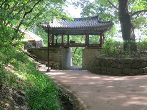 The Jinnamnu Gate Pavilion in the southwestern section of the wall