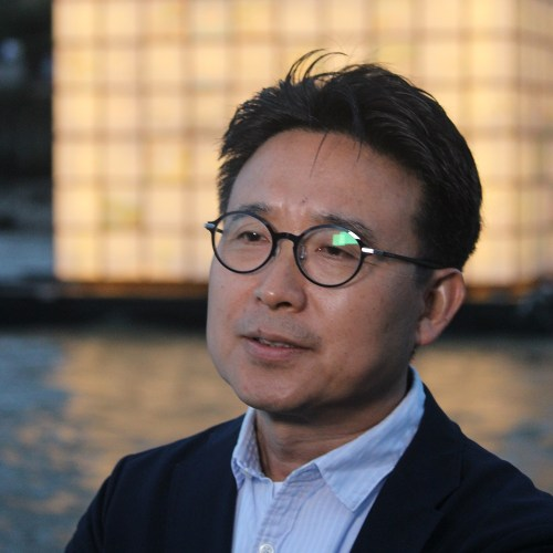 Kang Ik-joong in front of his Floating Dreams on 31 August