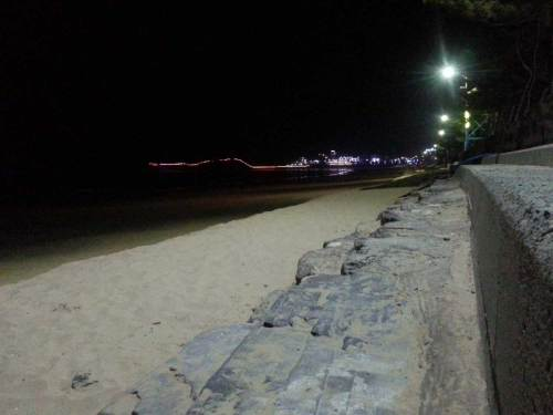 Mallipo beach at night