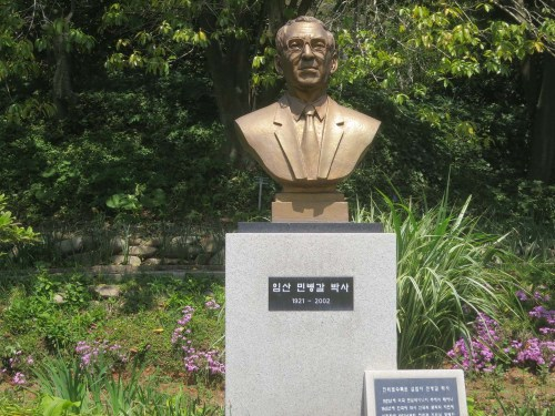 Min Byeong-gal's bust presides over the lake at Chollipo Arboretum