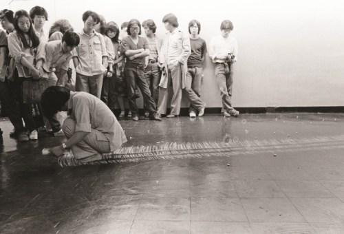 Lee Kun-yong: Snail Gallop, Performance, 1979. (c) Lee Kun-yong