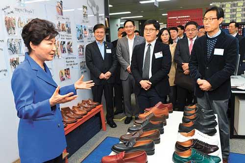 Park Geun-hye with shoes