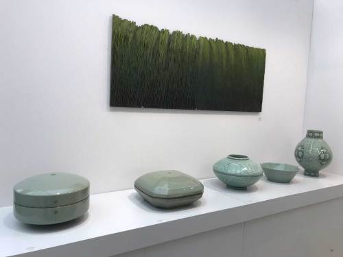 Celadon ware by Yoo Kwang-yul with Jung Kwang-sik granite wall-hanging