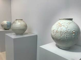 Moon jars by Lee Kyu-tag and Han Do-hyun (Icheon)