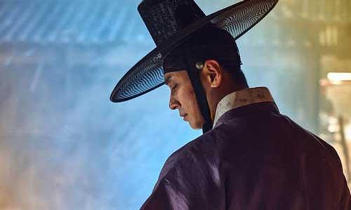 Joo Ji-hoon sporting an impressive hat