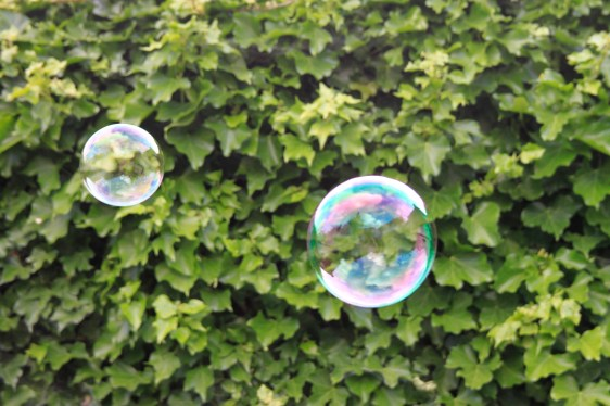 trevor-dingle_blowing-bubbles