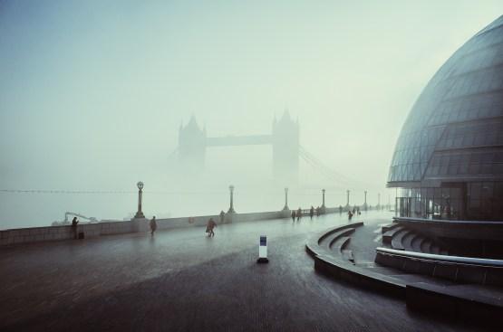 lauramcgregor_morning-fogtowerbridge_100