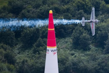 Hannes Arch of Austria performs during the finals at the fifth stage of the Red Bull Air Race World Championship in Ascot, Great Britain on August 14, 2016. // Predrag Vuckovic/Red Bull Content Pool // For more content, pictures and videos like this please go to www.redbullcontentpool.com.