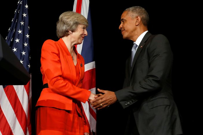Britain's Prime Minister Theresa May (L) and U.S. President Barack Obama shake hands after speaking to reporters following their bilateral meeting alongside the G20 Summit, in Ming Yuan Hall at Westlake Statehouse in Hangzhou, China September 4, 2016. REUTERS/Jonathan Ernst