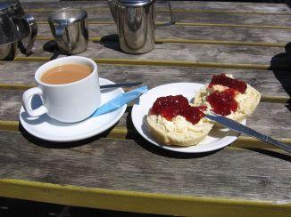 cream-tea-in-boscastle