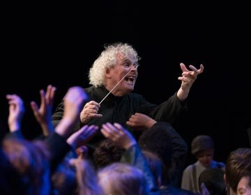 https://i0.wp.com/londonsymphony.wpengine.com/wp-content/uploads/2017/01/T11-Sir-Simon-Rattle-with-LSO-LSO-Discovery-Hugh-Glendigging-360x280.jpg?resize=360%2C280
