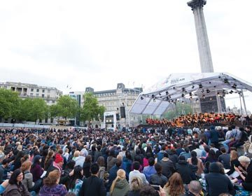 https://i0.wp.com/londonsymphony.wpengine.com/wp-content/uploads/2017/01/T60-LSO-On-Track-in-Trafalgar-Square-360x280.jpg?resize=360%2C280