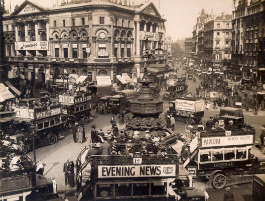 Piccadilly Circus traffic scene, 1919