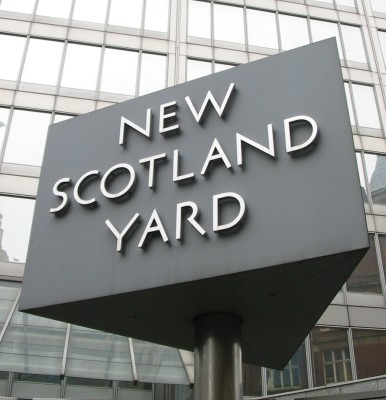 New_Scotland_Yard_sign_3