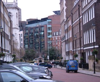 Ely Place (difficult to photograph with an inadequate camera!)