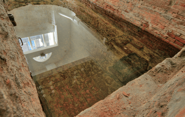 The 'Roman Bath' off Surrey Street