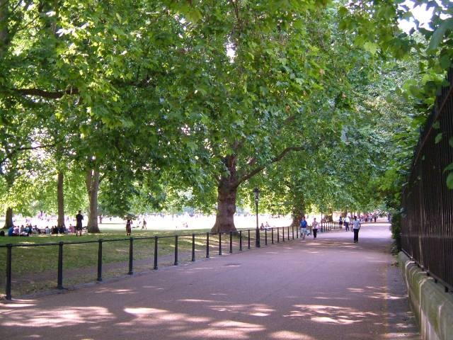 Queen's Walk, Green Park