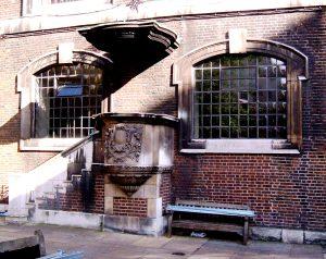 The external pulpit