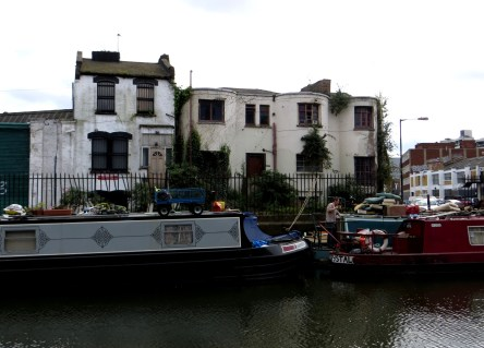 Georgian cottages at Corbridge Crescent