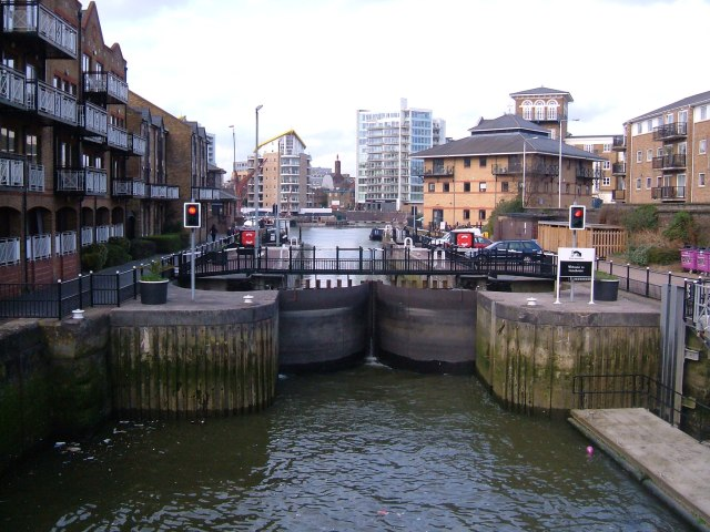 Limehouse lock - entry from the Thames