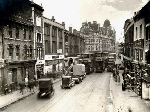 Walworth Road and Elephant and Castle Tavern