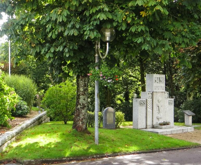 The start at The War Memorial in Huelgoat
