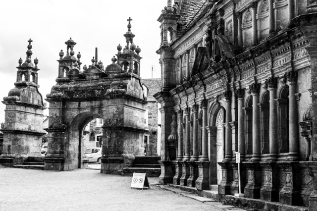 St Thegonnec - the Triumphal Arch and the Ossuary