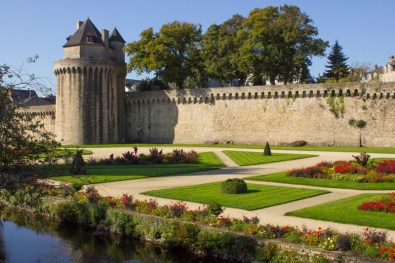 The gardens in front of the Chateau de l'Hermine