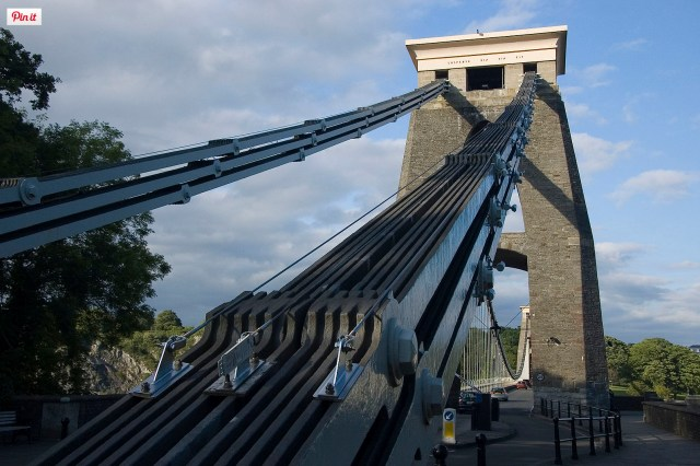 Bristol Suspension Bridge (https://commons.wikimedia.org/wiki/File:Uk_bristol_csbchains.jpg)