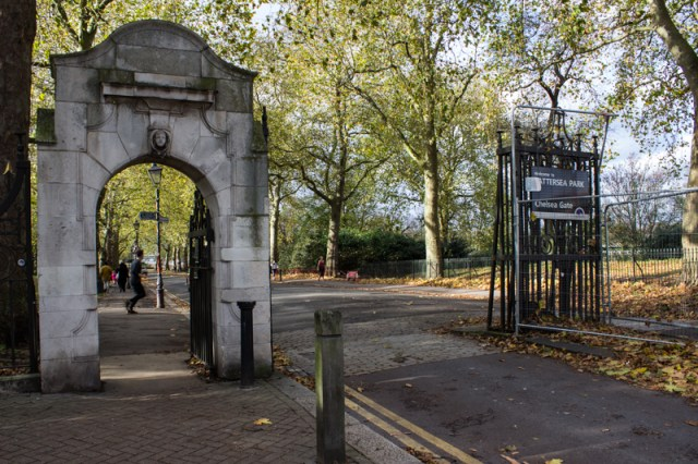 The Chelsea Bridge entrance to Battersea Park, and carriage drive