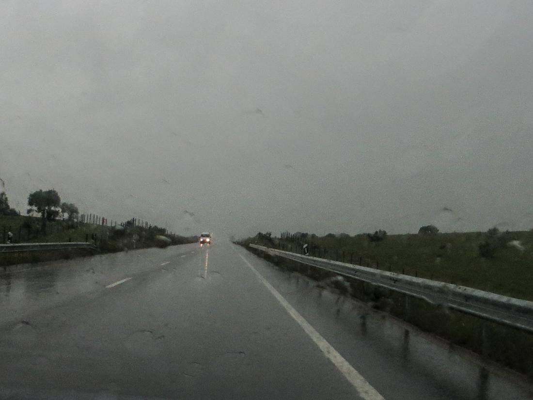 The road into Flor da Rosa