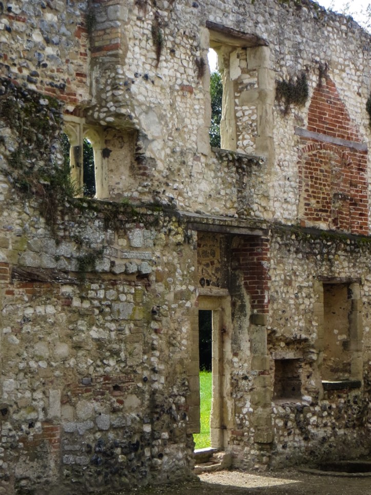 16-8-12 Thetford Abbey LR-1541
