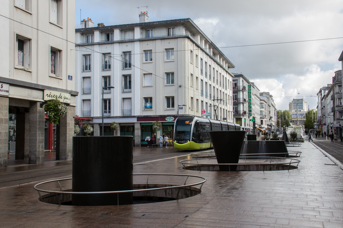 Rue de Siam, pedestrianised shopping street, with tramway