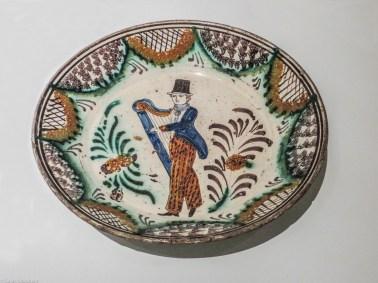 19C dish, Manuel Cargaleiro Museum