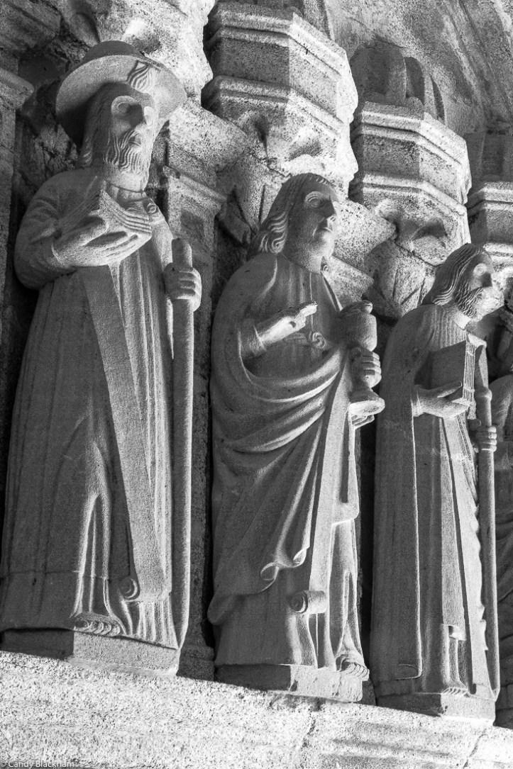 Apostles in the South Porch, Locmelar