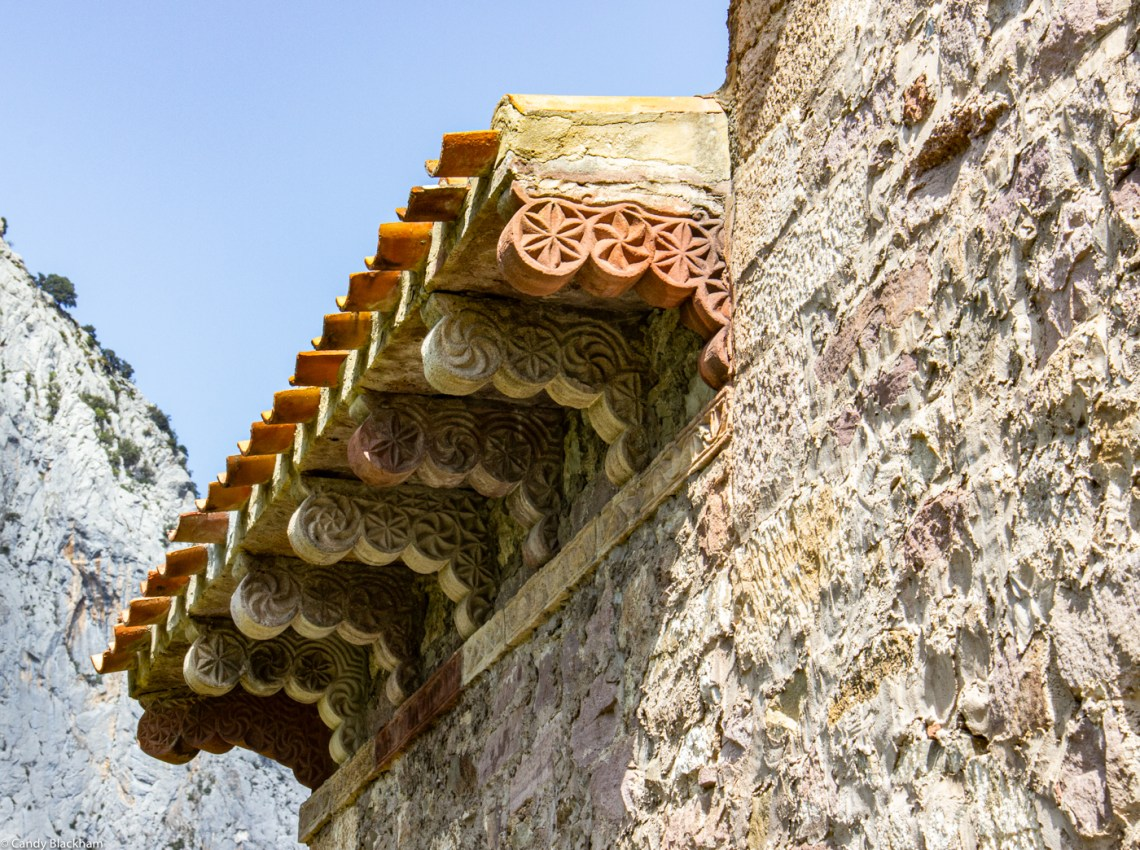 Decoration under the eaves of the church