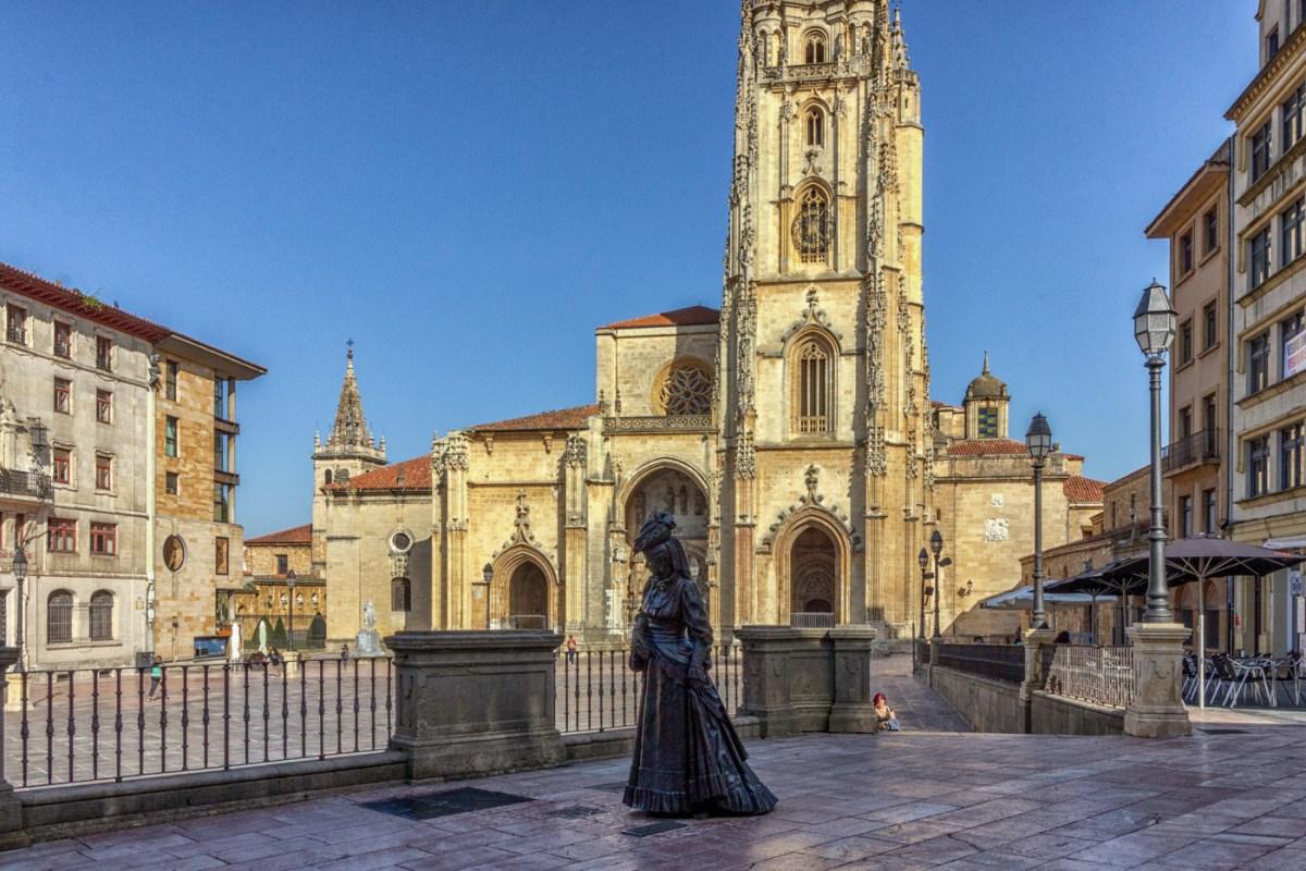 Statue in Oviedo