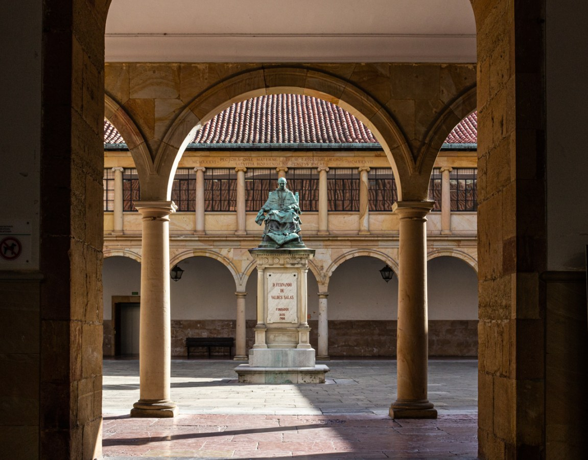 Statue in Oviedo in the Cloister of the University