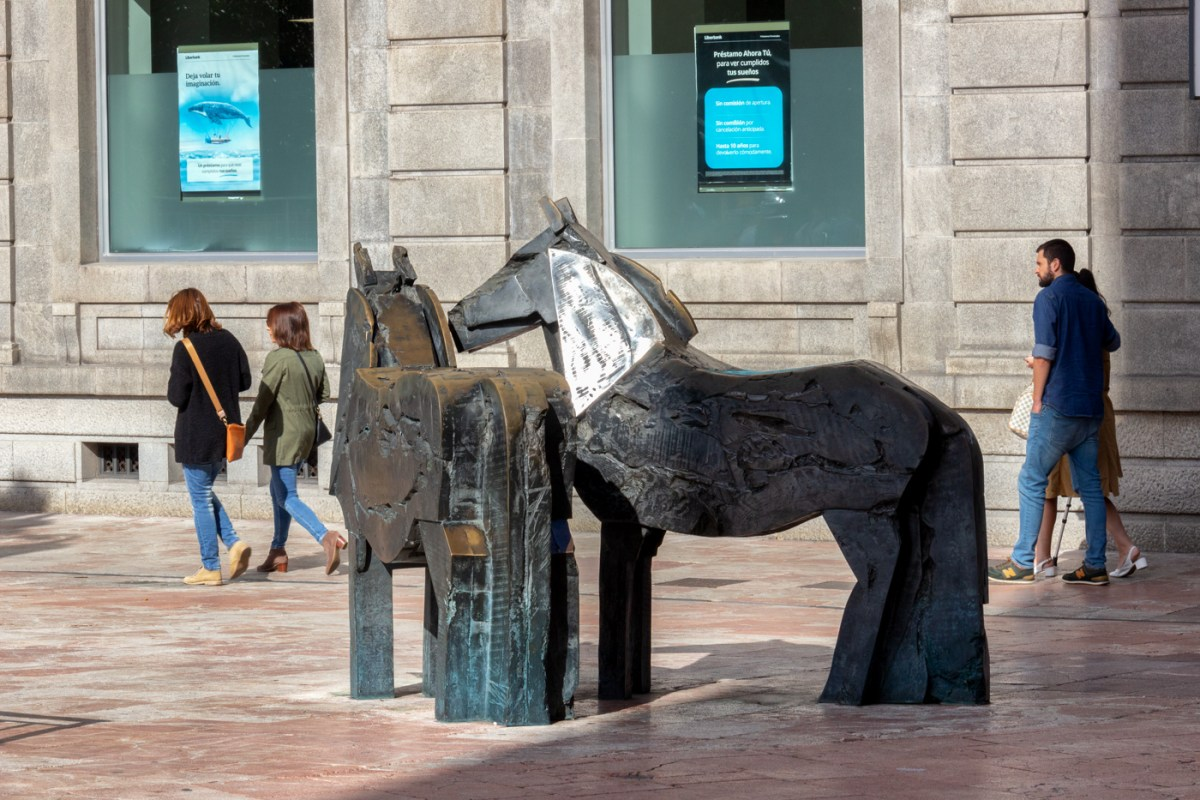 Statues in Oviedo
