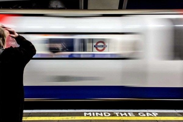 metropolitana di londra mind the gap